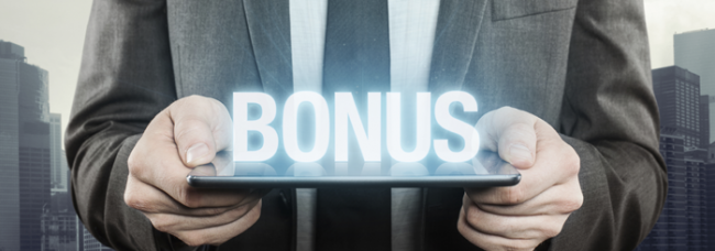 Man holding the word bonus on a plate.